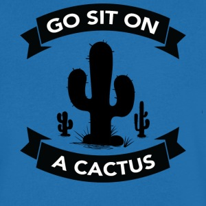 Go sit on a cactus T-shirts - Mannen T-shirt met V-hals