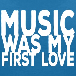 music was my first love ii T-shirts - T-shirt med v-ringning dam