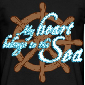 my_heart_belongs_to_the_sea_06201605 T-Shirts - Männer T-Shirt