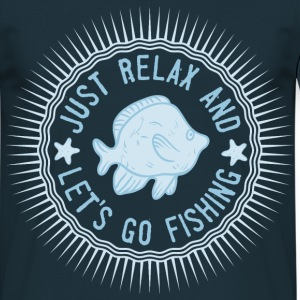 relax_and_lets_go_fishing_06201615 T-Shirts - Männer T-Shirt