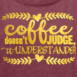 Coffee doesn´t judge- it understands Camisetas - Camiseta con manga enrollada mujer