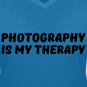 Photography is my therapy T-Shirts - Frauen T-Shirt mit V-Ausschnitt