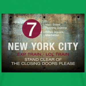 NYC subway stand clear of the closing doors please - Männer T-Shirt