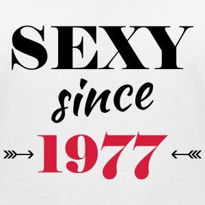Sexy since 1977 Tee shirts - T-shirt col V Femme