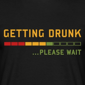 Getting Drunk, Please Wait - für Biertrinker T-Shirts - Männer T-Shirt