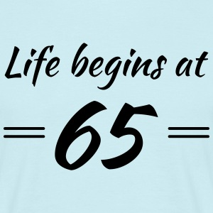 Life begins at 65 T-Shirts - Men's T-Shirt