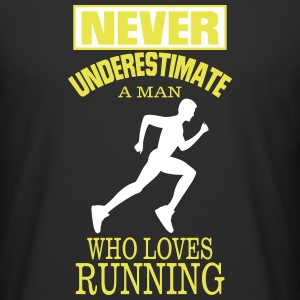 NEVER UNDERESTIMATE A MAN WHO LOVES RUNNING. T-Shirts - Men's Long Body Urban Tee