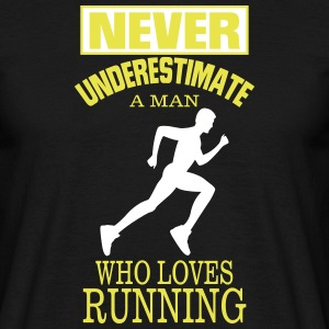 NEVER UNDERESTIMATE A MAN WHO LOVES RUNNING. T-Shirts - Men's T-Shirt