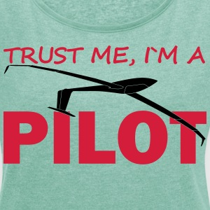 trust me, i´m a glider pilot T-Shirts - Women's T-shirt with rolled up sleeves