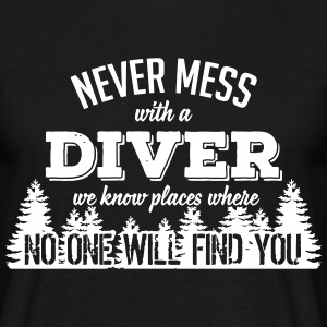 never mess with a diver T-shirts - Mannen T-shirt