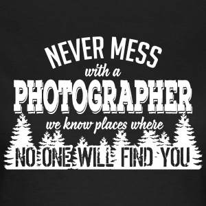 never mess with a photographer T-Shirts - Frauen T-Shirt
