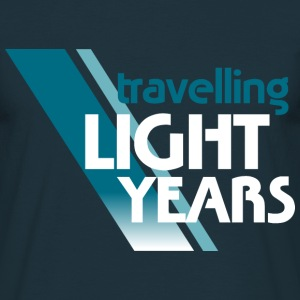 Travelling Light Years 1 - Männer T-Shirt