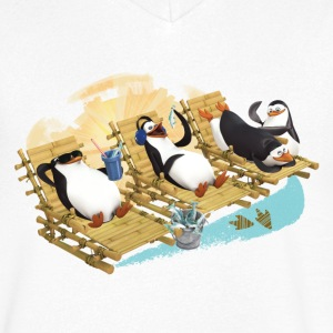 Penguins on the beach - Men's V-Neck T-Shirt