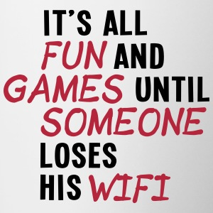 it's all fun and games until... wifi ii 2c Tazas y accesorios - Taza en dos colores