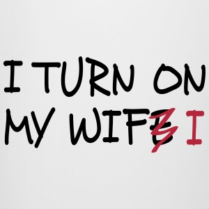 I turn on my wife / I turn on my wifi I 2c Krus & tilbehør - Ølkrus