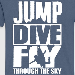 skydiving: jump dive fly through the sky Camisetas - Camiseta premium hombre