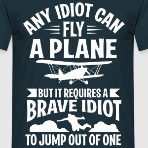 Any idiot can fly a plane, I jump out of them Camisetas - Camiseta hombre