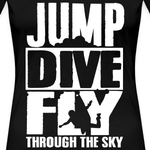 skydiving: jump dive fly through the sky Camisetas - Camiseta premium mujer