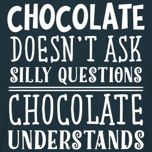 Chocolate Doens't Ask Silly Questions... T-Shirts - Männer T-Shirt