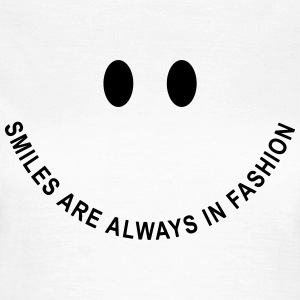 Smiley-Face: Smiles are always in fashion! T-Shirts - Frauen T-Shirt