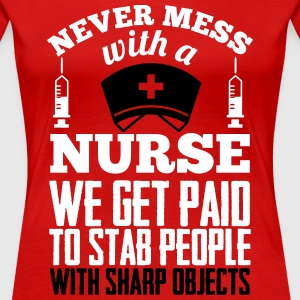 Never mess with a nurse, we get paid to stab you T-shirts - Vrouwen Premium T-shirt