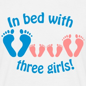 in bed with three girls T-Shirts - Männer T-Shirt