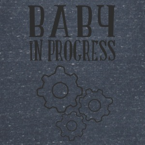 babay in progress T-Shirts - Frauen T-Shirt mit V-Ausschnitt