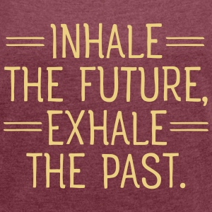 Inhale and exhale T-shirts - Vrouwen T-shirt met opgerolde mouwen