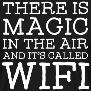 There Is A Magic In The Air And It's Called WIFI T-shirts - Mannen T-shirt