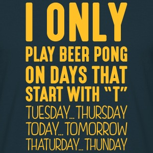 i only play beer pong on days that end i - Men's T-Shirt