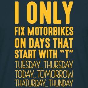 i only fix motorbikes on days that end i - Men's T-Shirt
