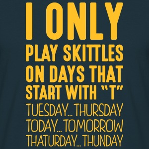 i only play skittles on days that end in - Men's T-Shirt