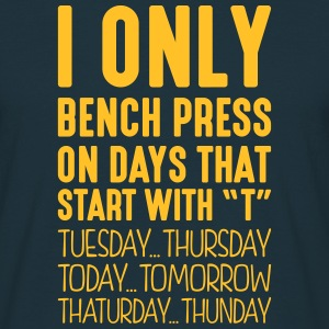 i only bench press on days that start with t - T-shirt Homme