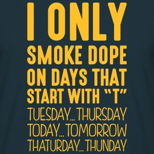 i only smoke dope on days that start with t - T-shirt Homme