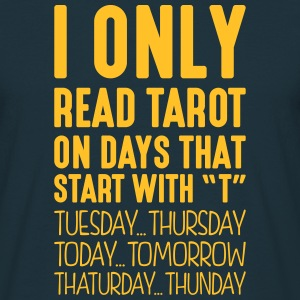 i only read tarot on days that start with t - T-shirt Homme