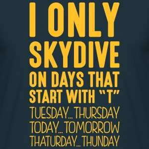i only skydive on days that start with t - T-shirt Homme