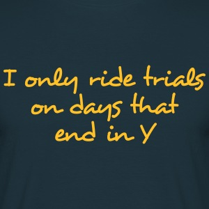 i only ride trials in days that end in y - Men's T-Shirt