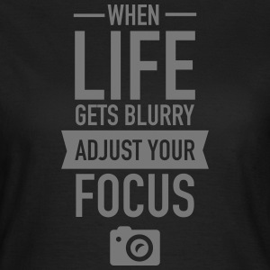 When Life Gets Blurry Adjust Your Focus T-Shirts - Frauen T-Shirt