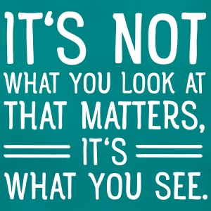It's Not What You Look At That Matters... Camisetas - Camiseta mujer