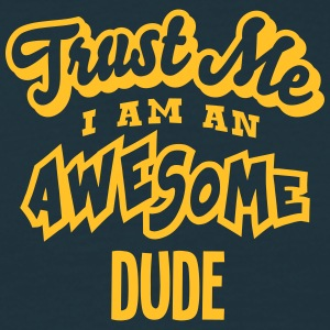 dude trust me i am an awesome - Men's T-Shirt