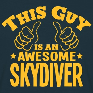 this guy is an awesome skydiver - T-shirt Homme