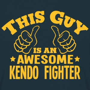 this guy is an awesome kendo fighter - T-shirt Homme