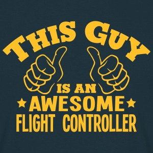 this guy is an awesome flight controller - T-shirt Homme