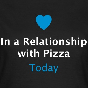 In a Relationship with Pizza / Beziehungsstatus  T-Shirts - Frauen T-Shirt