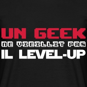 Un geek ne vieillit pas il level-up - T-shirt Homme