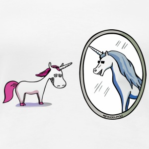 Unicorn in front of mirror  T-shirts - Vrouwen Premium T-shirt
