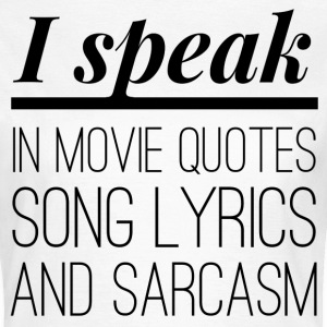 I speak in movie quotes, song lyrics and sarcasm T-skjorter - T-skjorte for kvinner
