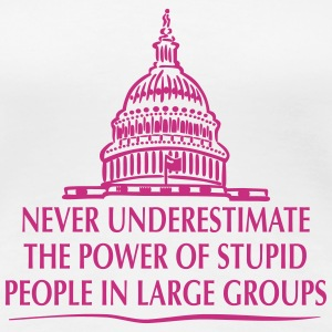 TRUMP: Stupid People in Large Groups T-shirts - Vrouwen Premium T-shirt