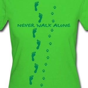 never walk alone hund mensch spuren T-Shirts - Frauen Bio-T-Shirt