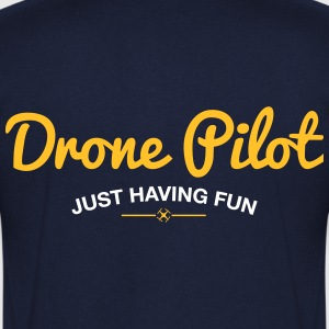 T-shirt V: Drone Pilot Just Having Fun (men) | Nav - Mannen T-shirt met V-hals